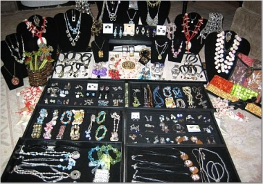 write a 500 Word Article on Jewelries, Rings etc For You
